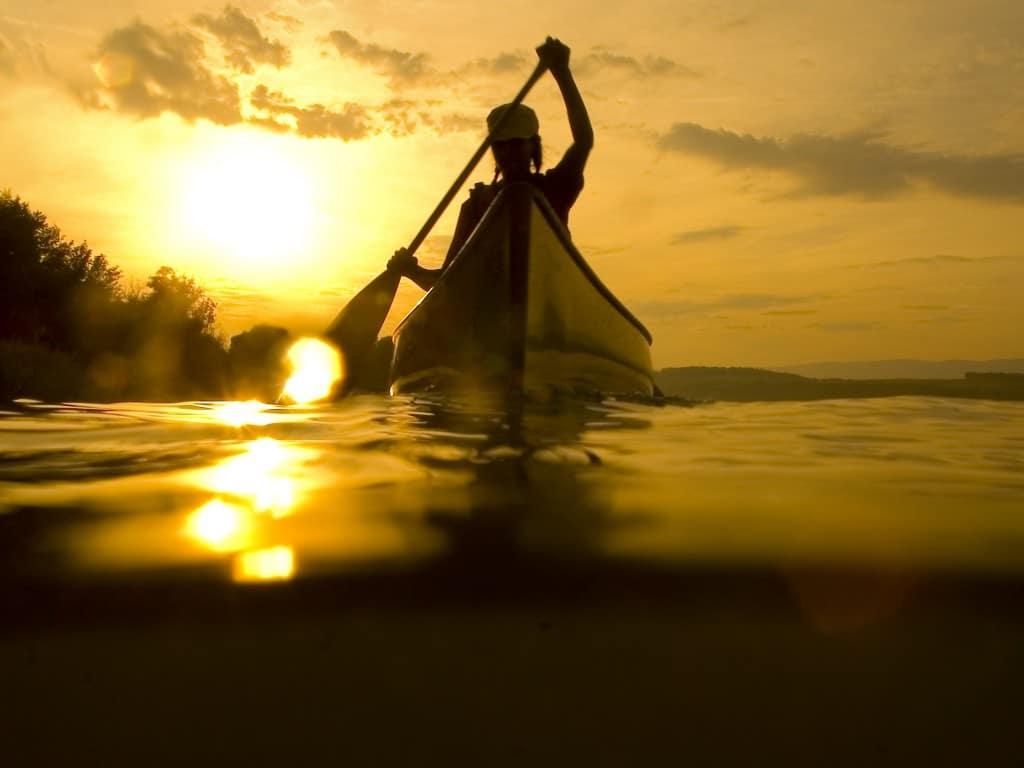 kano i solnedgang